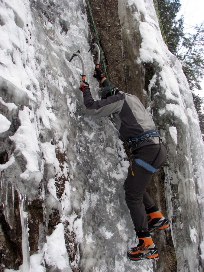 Scratching up some steep and thin ice