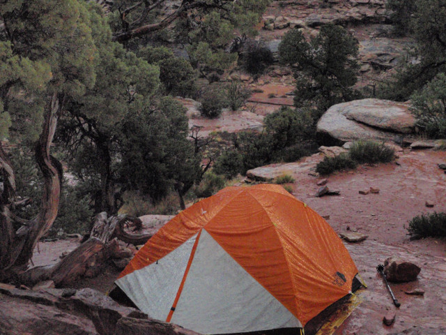 Stands up to Canyonlands Rain Well