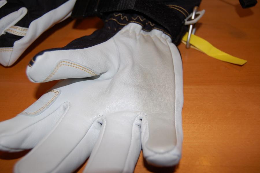 Hestra Balm darkens the gloves