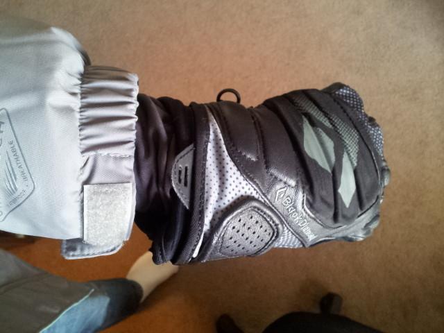 Inner cuff fits under glove