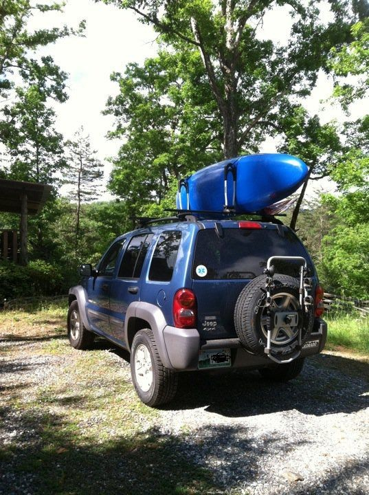Thule Stacker on Jeep Liberty