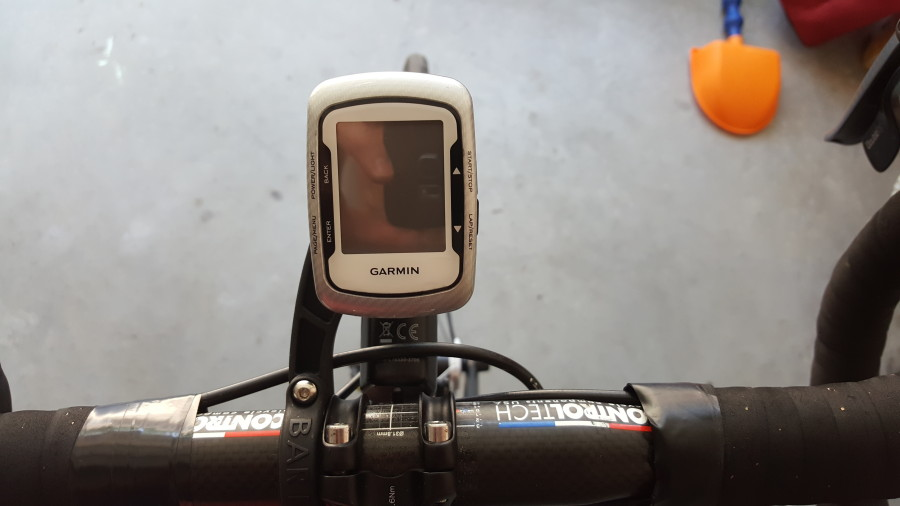 out front and holds garmin