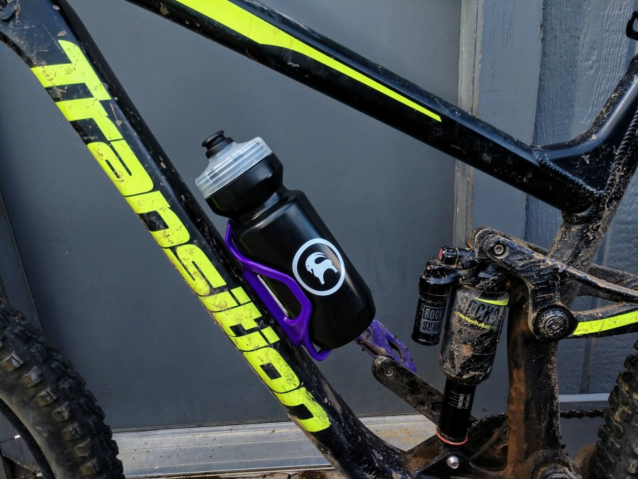 LEZYNE FLOW SIDE LOADER RIGHT HAND PURPLE WATER BOTTLE CAGE